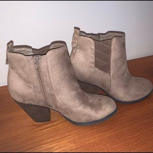 NEW | Mix No. 6 Vincee Chelsea Boot | Taupe | 9.5